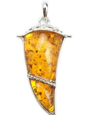 3月15日の誕生石は明るさと成功をもたらすオレンジ・ムーンストーン
