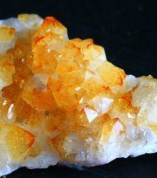 7月13日の誕生石、クリソベリル結晶