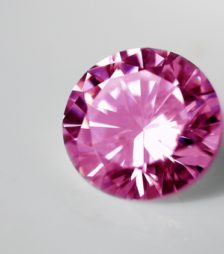 1月28日の誕生石であるピンク・トパーズ