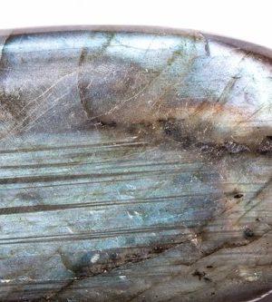 6月11日の誕生石は月の性質を持つホワイト・ラブラドライト