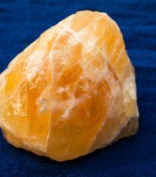 2月16日の誕生石であるオレンジ・トルマリン