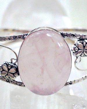 2月14日の誕生石ピンク・オパールは女性としての力を高めてくれます