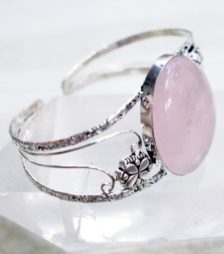 4月12日の誕生石ピンク・フルオーライト